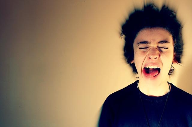 vzteklý mladík