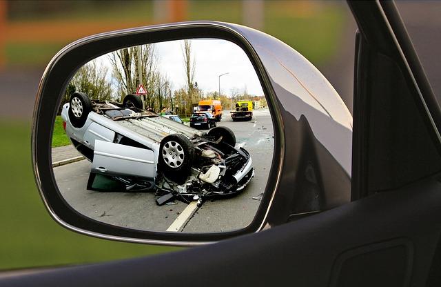 autonehoda ve zrcátku