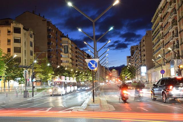 křižovatka v noci