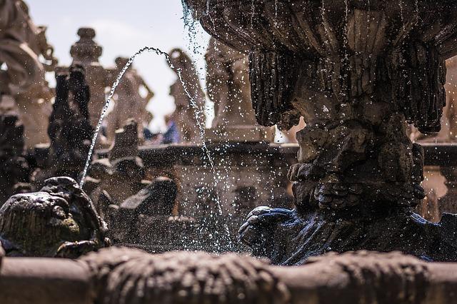 fontána se sochami