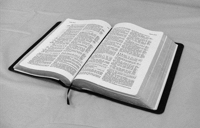 otevřená kniha - Bible