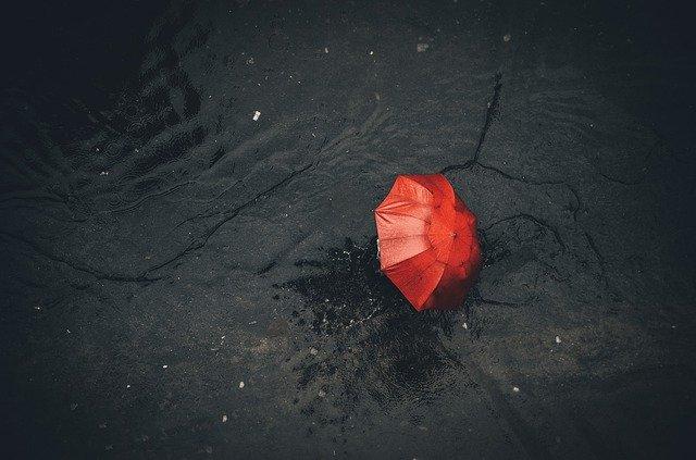 osamocený deštník