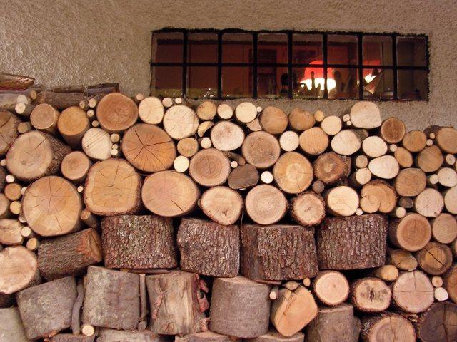 dřevo na vytápění domu